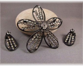 Vintage Flower and Matching Earrings
