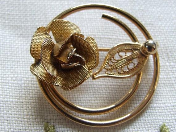 Sarah Coventry Golden Rose Circle Pin / Vintage Rose Pin / Vintage Sara Coventry Jewelry