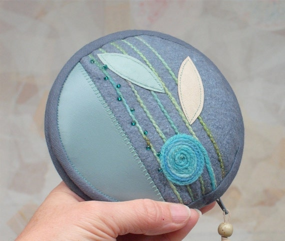 Circular Travel Sewing Kit with Wool Yarn Application for Christmas Gifts
