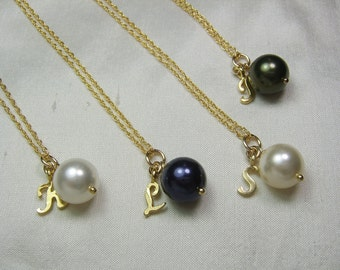 Pearl Bridesmaid Necklace Personalized Bridesmaid Jewelry - Set of 5 Gold Initial Necklace Gold Wedding Jewelry Bridesmaid Gift