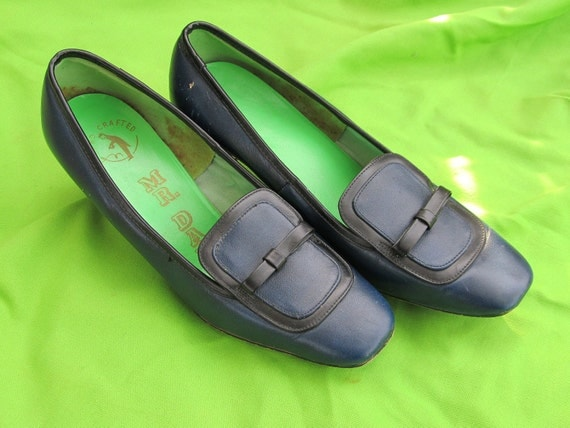Womens Vintage Shoes Black and Navy Square Toe Heels Size 7 and a half