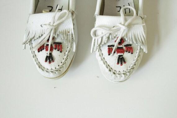size 8 white MINNETONKA beaded native MOCCASINS flat slip on shoes for women