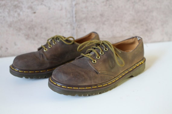 women's size 9 10 DOC MARTENS brown 90s GRUNGE nirvana combat style rugged boots
