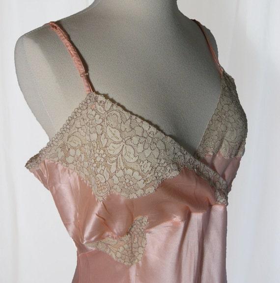 Vintage 1940s Slip. Pink Peach Satin. Bias Cut.  Lace at Bodice and hem. 38 33 39