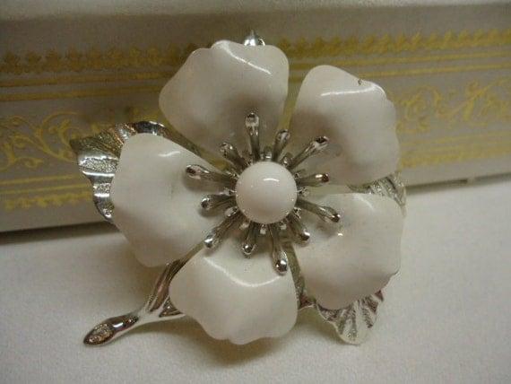 Vintage Brooch Sarah Coventry Flower Daisy Enamel Brooch Metal Enamel Jewelry