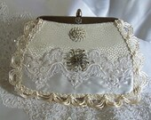 Silk Wedding clutch, OOAK Couture Purse with vintage jewelry.  La Marelle Couture, sac à main blanc