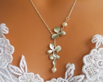 Orchid Necklace . Silver Orchid Lariat, Wedding Jewelry, Bridal Necklace, Bridesmaid Gifts, Pearl Necklace