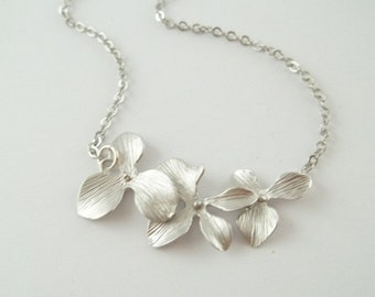 Silver Orchid Necklace, Triple Orchid Necklace, Orchid Flower Necklace, Wedding Jewelry,Bridesmaid Gift,Bridesmaid Necklace Fashion Necklace