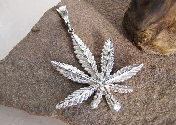 Marijuana sterling silver Leaf Pendant (Bling Bling Style Extra Large)