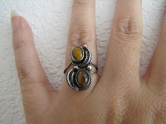 Navajo Sterling silver Tigers Eye feather leaves ring size 5.25 (1970s)