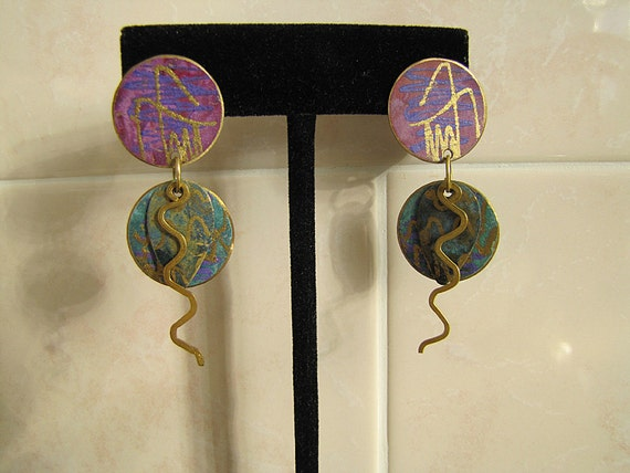 Vintage 80s Abstract Circle and wiggle dangle Earrings (Purple and sea Green)