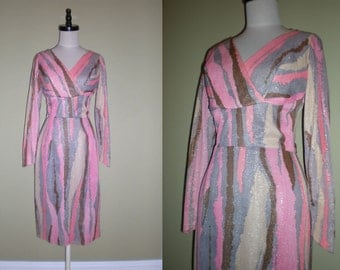 SALE-- BOMBSHELL Marilyn Hourglass Dress Wiggle Vintage Nipped Waist Print with Gold Metallic Shimmer Mad Men XS