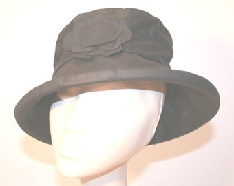 Waxed Cotton Rain Hat in Black