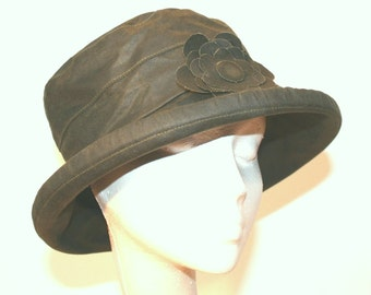 Waxed Cotton Rain Hat in Olive Green