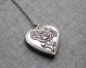 Vintage style Rose pattern Heart Locket - S2093 - Christmas gift