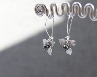 Orchid flower and dark gray pearl silver earring -S1021
