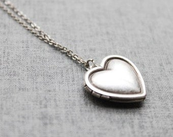 Vintage style Simple Heart Locket - S2092