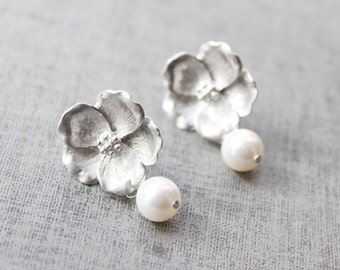 Flower and pearl silver post earring -S1096