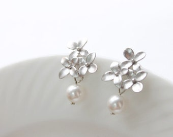 Free shipping- cute little bouquet with pearl silver post-S1150