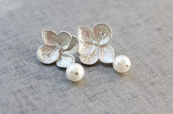 Flower and pearl silver post earring -S1043
