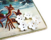 White Flower Buttons, 5 Vintage Flower Buttons