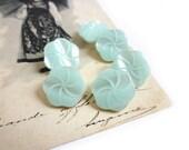 5 Vintage Sea Foam Pearlized Flower Buttons