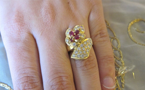 18K Yellow gold ruby & Round Diamonds ring.