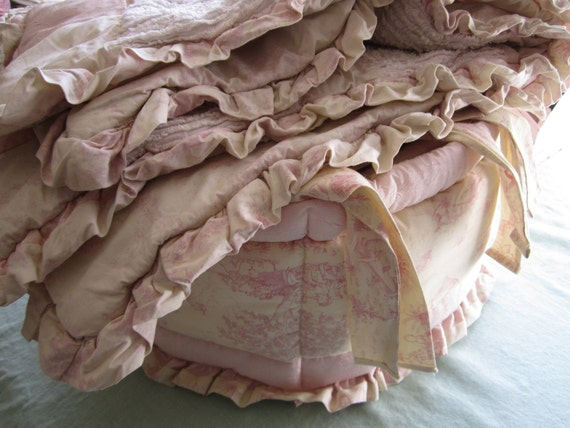 Cherub crib bumper and matching quilt in pink and cream
