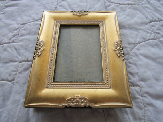 """Gold tone picture frame 2X3"""""""