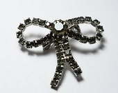 Vintage Bow  Pin,  rhinestone brooch  with  Unique light brownish/greenish  rhinestones and no missing stones  17