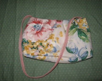 Small floral purse, perfect for spring