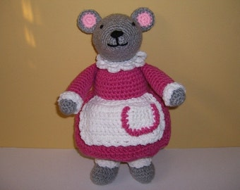 Crocheted Stuffed Miss Mouse w/Apron
