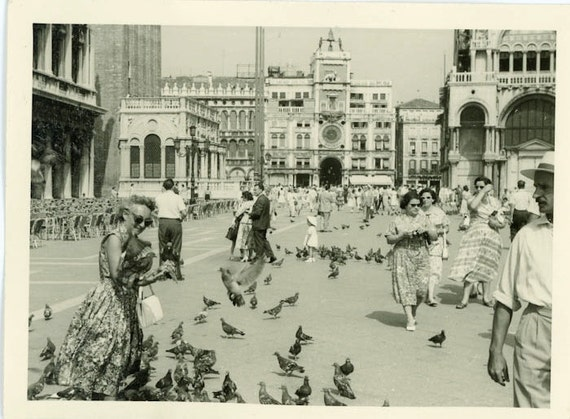 """S A L E - Vintage Photo """"Traveling Pigeon Lady"""", Photography, Paper Ephemera, Snapshot, Old Photo, Collectibles - 0016"""