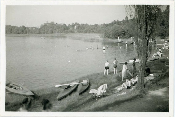 "Vintage Photo ""Summer At The Lake"", Photography, Paper Ephemera, Snapshot, Old Photo, Collectibles - LBS003"