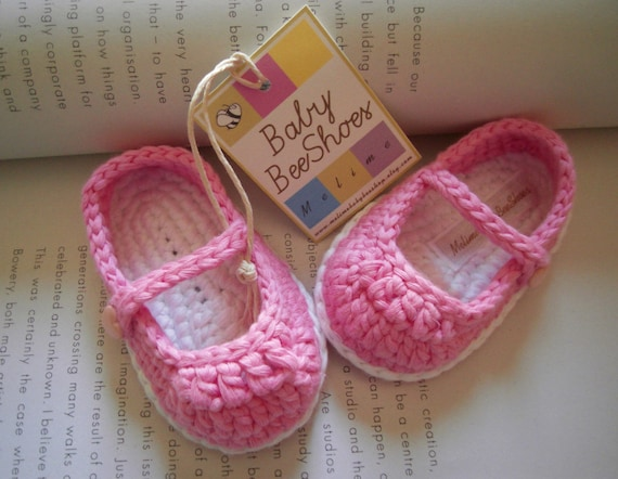 Baby girl crochet ballerina shoes with sweet heart button made of cotton