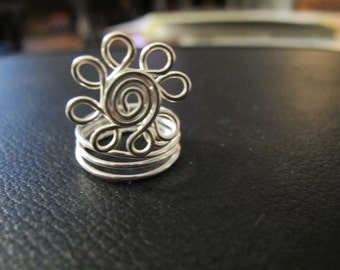 Silver wire wrapped daisy flower ring