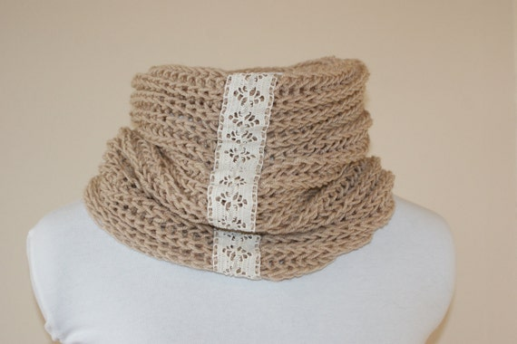 Neck warmer cream with lace detail