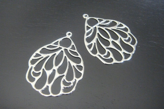 Silver Tarnish resistant wing pendant, connector, charm, B58812