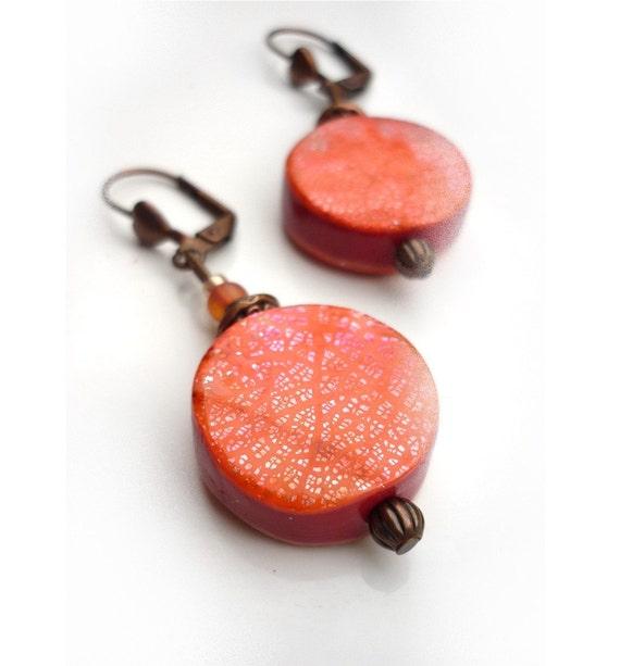 Orange earrings, handmade in polymer clay - Boucles d'oreille, Pink tangerine Orange earrings -  polymer clay and metal leaf -  handmade