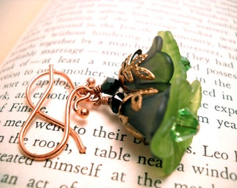 Black and green Lucite flower earrings: Skipping Shamrock Seminar - Gift under 20, gift for her, green earrings, vintage style,
