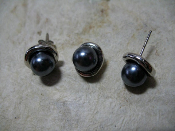 Silvertone with Faux Gray Pearls Set of Pierced Earrings with Matching Pendant