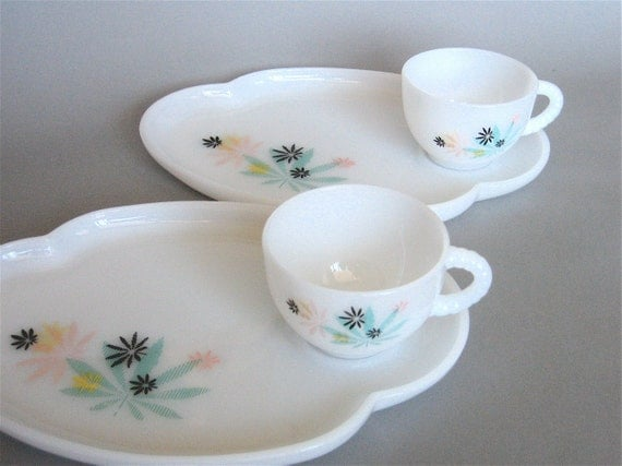 Vintage Patio Snack Trays And Cups By Federal Glass By