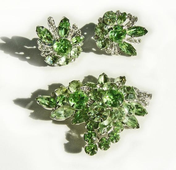 Exquisite 1950s Eisenberg Peridot Green Austrian Crystal Rhinestone Brooch and Earrings Set, Rhodium Plated