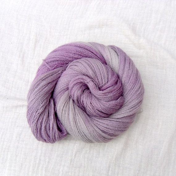 Hand Dyed Bluefaced Leicester Laceweight Yarn 100g - Lila-Gris Light