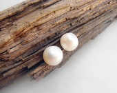 Freshwater pearl earrings, white pearl stud earrings, wedding fashion, small nickel free earrings