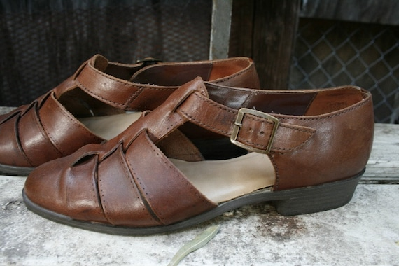 Vintage mahogany brown T-STRAP shoes in 6.5