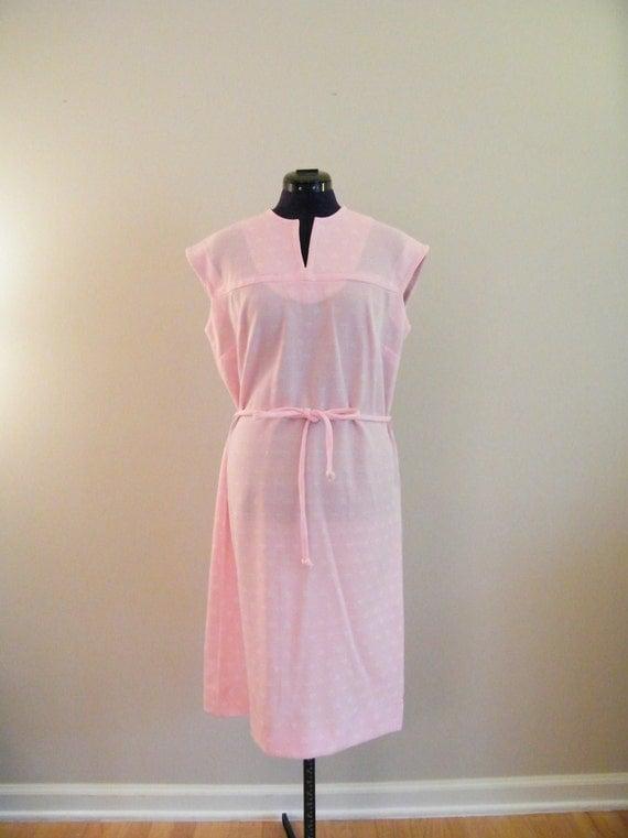Vintage 1960s Tie Waist Dress /  Baby Pink / Size 16
