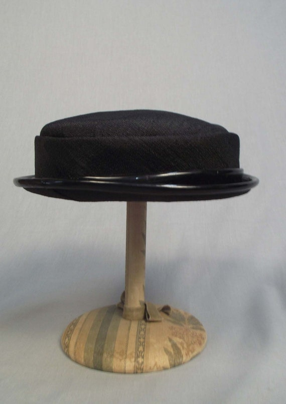 """1950s Vintage Beautifully Simple Black Hat """"Sunnycrest"""""""