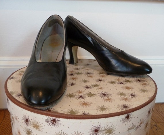Vintage 1940s Black Leather Pumps Shapely Heel size 7