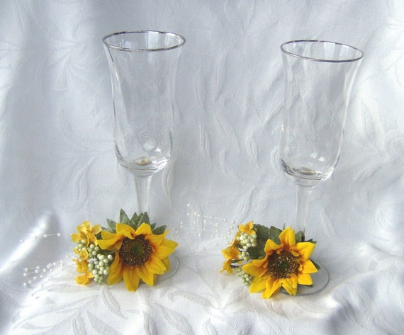 Sunflower wedding Bride and Groom Toasting Flutes sunflower wedding set